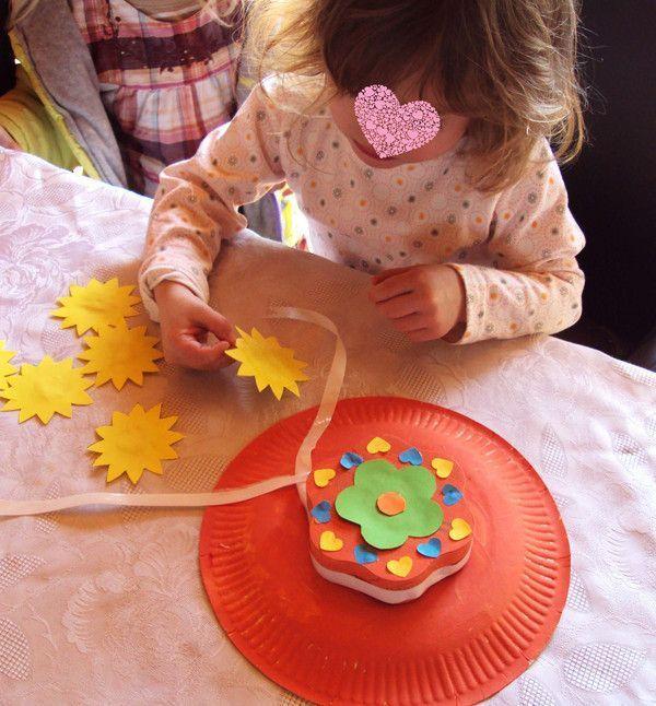 Chapeaux de printemps réalisés avec des assiettes carton