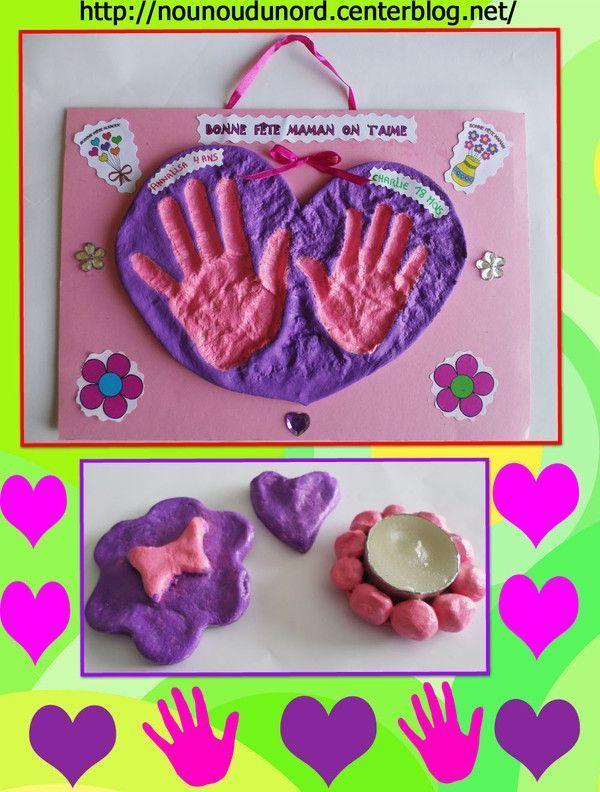 Coeur pâte à sel avec les empreintes de main de la fratrie