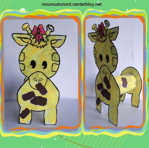 girafe et chien avec gabarits et une rouleau de papier wc. Black Bedroom Furniture Sets. Home Design Ideas
