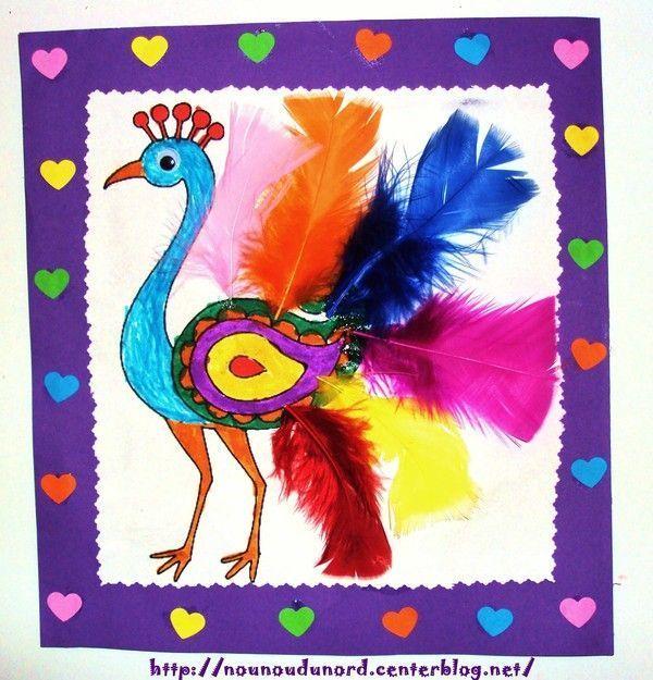 Paon avec aux  jolies plumes colorées