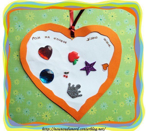 Soline m'a offert un petit coeur avec des collages
