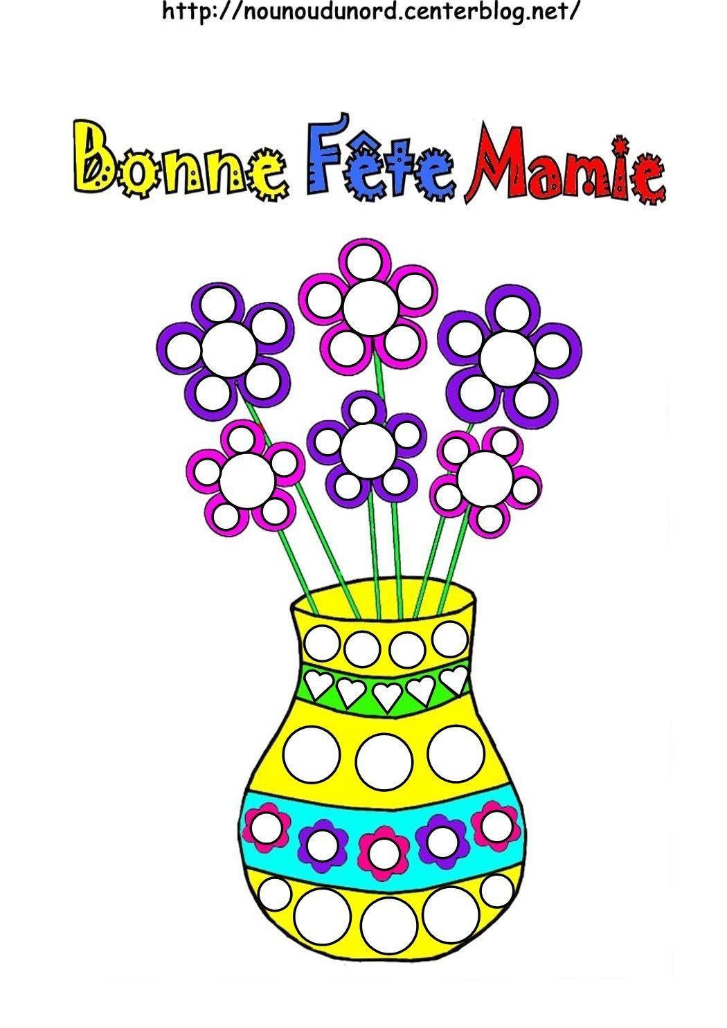 Bouquet de coeurs, vase avec fleurs pour la fête des Mamies